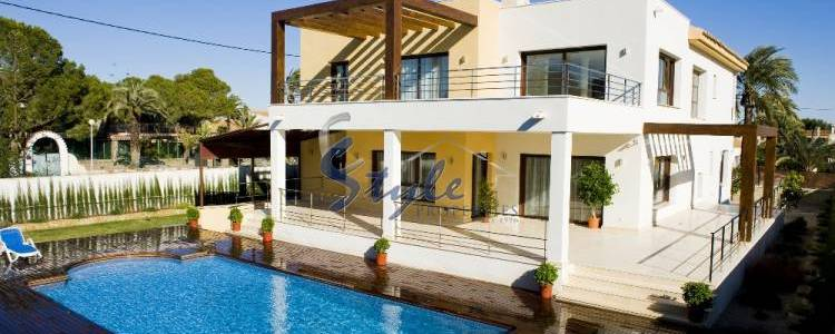 Looking for property in Cabo Roig, Orihuela Costa, Costa Blanca?