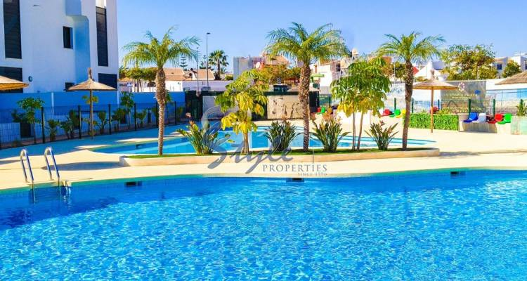 Buy townhouse in Costa Blanca close to beach in Mil Palmeras. ID: ON1116B2