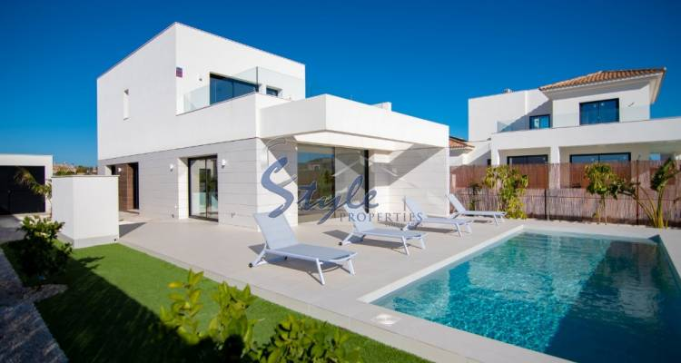 Buy villa in Costa Blanca close to golf and beach in Los Montesinos. ID: ON1123_32